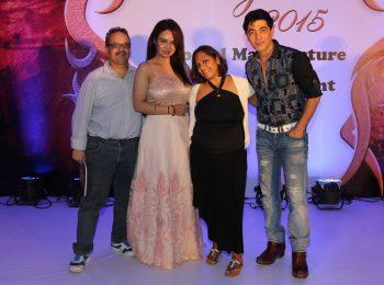 Dr.-Mukul-Dabholkar-Pooja-Bhamrah-and-Aakshi-Khari-at-SNDT-AMD's-Chrysalis-fashion-show--Chrysalis-fashion-show-at-The-Leela-EVENT