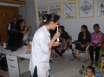 School_kids_at_dr_mukul_clinic