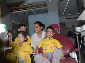 school_kids_at_dr_mukul_clinic-with-team